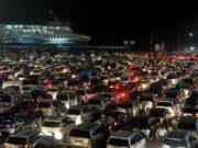 Ribuan Kendaraan Antri Menyeberang Merak-Bakauheni