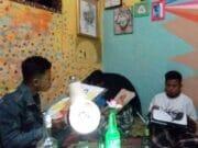 Relawan Saung Baca Aguna Sulap Sampah Jadi Barang Seni