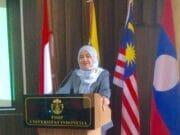 Raih Gelar Doktor Ilmu Kesejahteraan Sosial, Siti Napsiyah Ariefuzzaman Soroti Kasus Terorisme