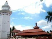 Makna Dibalik 24 Tiang Masjid Agung Banten