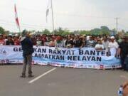 Mahasiswa dan Nelayan Geruduk Kantor Gubernur Banten