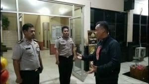 Tengah Malam, Kapolres Metro Tangerang Kota Lakukan Sidak ke Polsek Karawaci