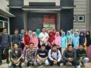 Mahasiswa Kampus La Tansa Mashiro Diajarkan Bahasa Inggris Oleh Kepala Rutan Rangkasbitung