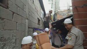 Kapolsek Karawaci Laksanakan Program Bedah Rumah Marbot Masjid Kapolsek Karawaci Laksanakan Program Bedah Rumah Marbot Masjid