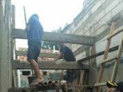 Kapolsek Karawaci Monitoring Pembangunan Program Bedah Rumah Milik Warga