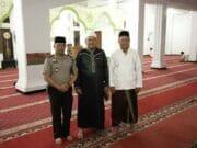 Jalin Silaturahmi Bersama Masyarakat, Kapolsek Ciledug Jalankan Program Polisi Sholat Subuh Berjamaah