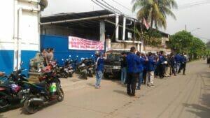 Polsek Jatiuwung Lakukan Pengamanan Aksi Unjuk Rasa Ormas Badak Banten Tuntut Hak Karyawan PT Sinar Daku
