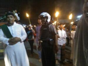 Sambut Bulan Suci Ramadhan, Kapolsub Sektor Palem Semi Kawal Warga Panunggangan Barat Pawai Obor