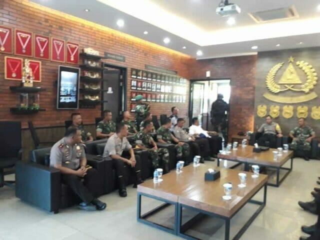 Safari Ramadhan Sambut Idul Fitri, Kapolrestro Tangerang Kota Kunjungi Markas TNI