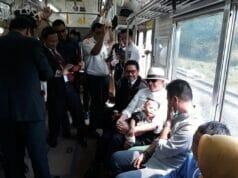 Heboh Bersama Masyarakat, Gubernur Banten Desak-desakan Naik KRL