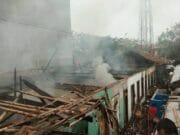 Diduga Kasur Sengaja Dibakar, 14 Rumah Kontrakan Hangus Terbakar Di Tangerang