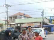 Asik ! Tukang Parkir dan Ojeg Dapat Nasi Bungkus Dari Humas Polda Banten