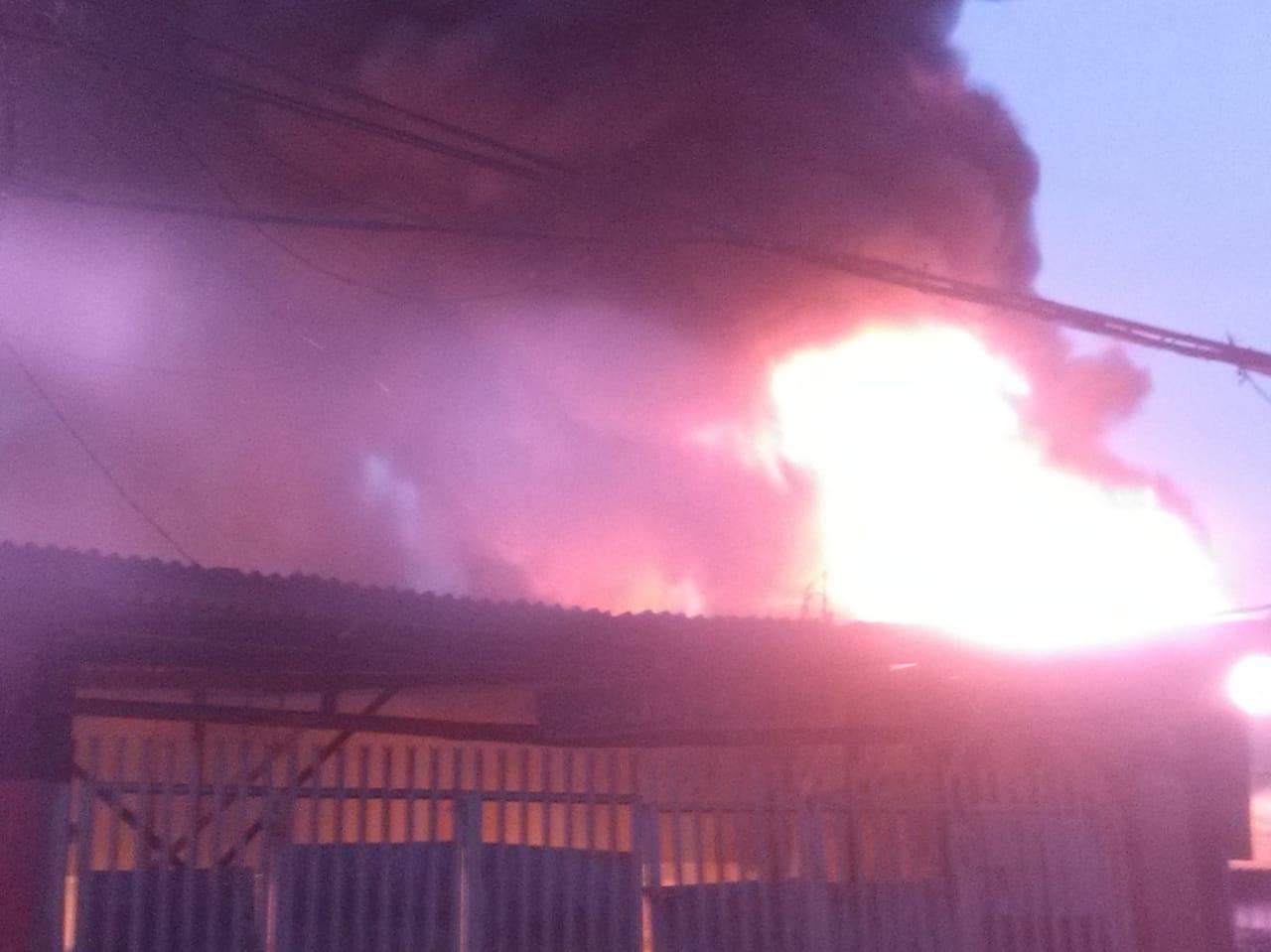Pasar Anyar Kebakaran, Pedagang Panik Ada Letupan Keras