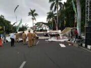 Gapura MTQ Ke- XVI Kota Tangerang Roboh
