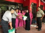 Polsek Jatiuwung Berikan Santunan Pada Para Warakawuri