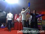 """Rajin Sapu Jalanan, Endang Mendapatkan """"Sukamanah Award"""""""