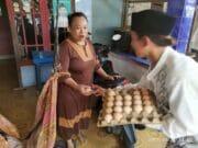 HSN, Santri Rawalini Berbagi Seribu Telur