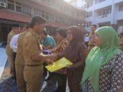 Wakil Walikota Tangerang Serahkan 14 SK Pensiun