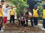 Peduli Penghijauan, Polsek Curug Tanam Puluhan Batang Pohon