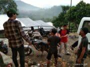 Baleno Club Tangerang Distribusikan Bantuan ke Lebak, Tempuh Jalan Terjal Berbatu
