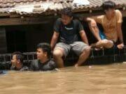 Nestapa Korban Banjir di Priuk Kota Tangerang dan Cari Muka Pejabat