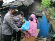Empati Wabah Covid-19, TNI - Polri Serahkan Sembako di Tangerang