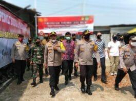 Dampak Covid 19, Polri dan TNI Salurkan 700 Paket Sembako Pada Buruh dan Masyarakat