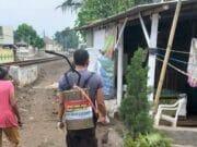 Antisipasi Wabah Covid-19, Polres Serang Kota Bersama Warga Lakukan Penyemprotan Disinfektan