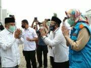 Airin Dampingi Jusuf Kalla Serahkan Bantuan 1000 Alat Sprayer Untuk Masjid