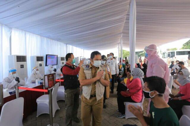 Warga Cibodas Kota Tangerang Ikuti Rapid dan Swab Test Massal