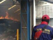 PT Argo Pantes Terbakar, BPBD Kota Tangerang Terjunkan Ratusan Personel