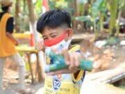 Warga Parung Serab Kota Tangerang Isi Masa New Normal Dengan Main Katapel