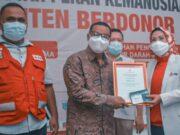 50 Kali Donor, Warga Kota Tangerang Diganjar Penghargaan PMI Banten