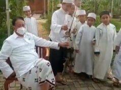 Wahidin Halim, selaku Gubernur Banten melakukan Ngabuburit Bareng dengan Para Santri sambil Mancing.