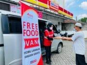 Indahnya Berbagi, Mizan Amanah bersama Alfamart Bagikan Makanan Gratis