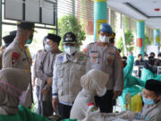 Polisi Vaksinasi Ratusan Santri Darul Qur'an Cipondoh Kota Tangerang