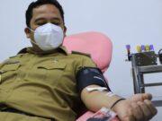 Lakukan Donor Darah, Arief Ajak Penyintas Covid-19 Donor Plasma Konvalesen