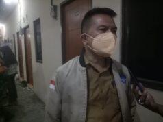Gelar Vaksinasi Malam, Lurah Kelapa Dua Door to Door Ke Warga