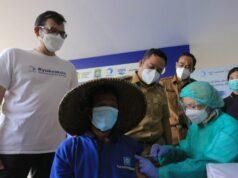Pemulung TPA Rawa Kucing Kota Tangerang Terima Vaksinasi Covid-19 Jenis Pfizer