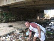 Iyad Jumiyadi warga Desa Citorek Timur mengajak untuk tidak membuang sampah sembarangan diarea sugai Citorek.
